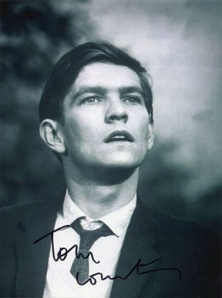 Tom Courtenay, English actor, signed 8x6 inch photo.
